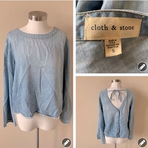 Cloth & Stone ombré chambray button back top #6885